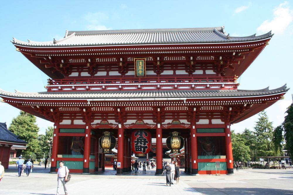 Puerta Kaminarimon en Asakusa, Tokyo. Japón