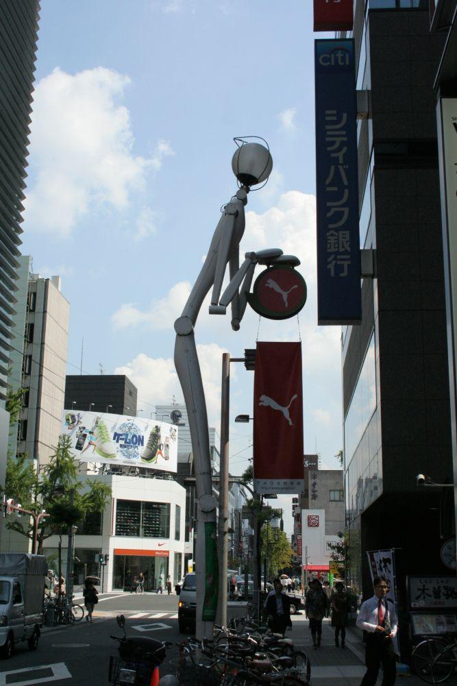 Farola Puma en una calle de Japón