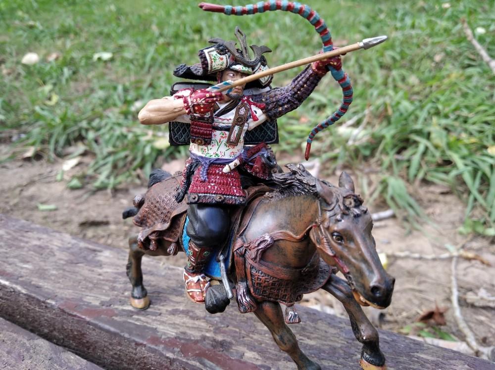 Arquero Samurai a Caballo