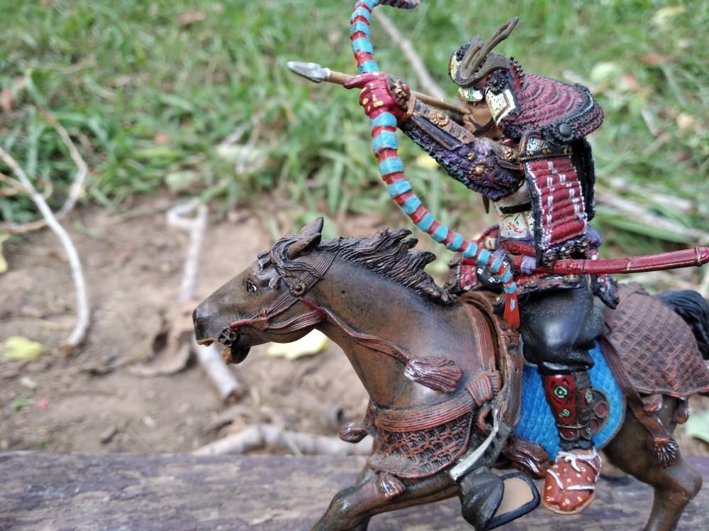 Arquero Samurai a Caballo vista lateral