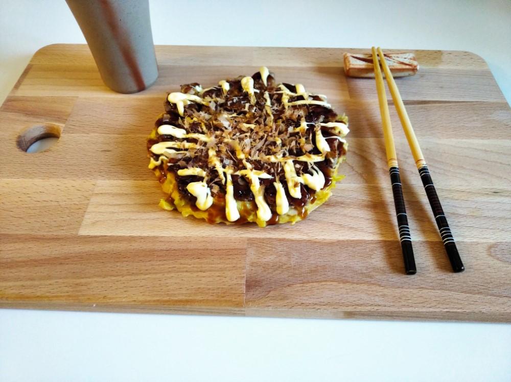 Un delicioso Okonomiyaki al estilo de Osaka