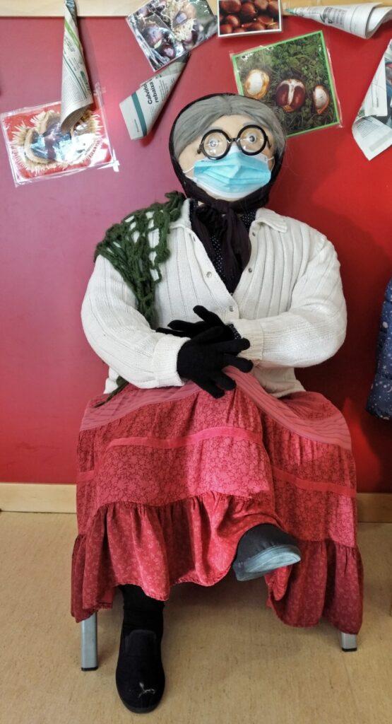 カスタニェラ(焼き栗を売っているおばあさん)