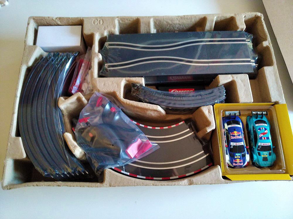 interior de la caja Carrera Go! DTM Championship