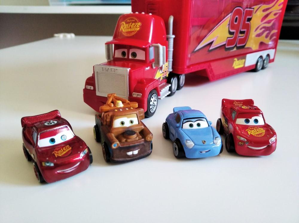 Parte del equipo de Cars