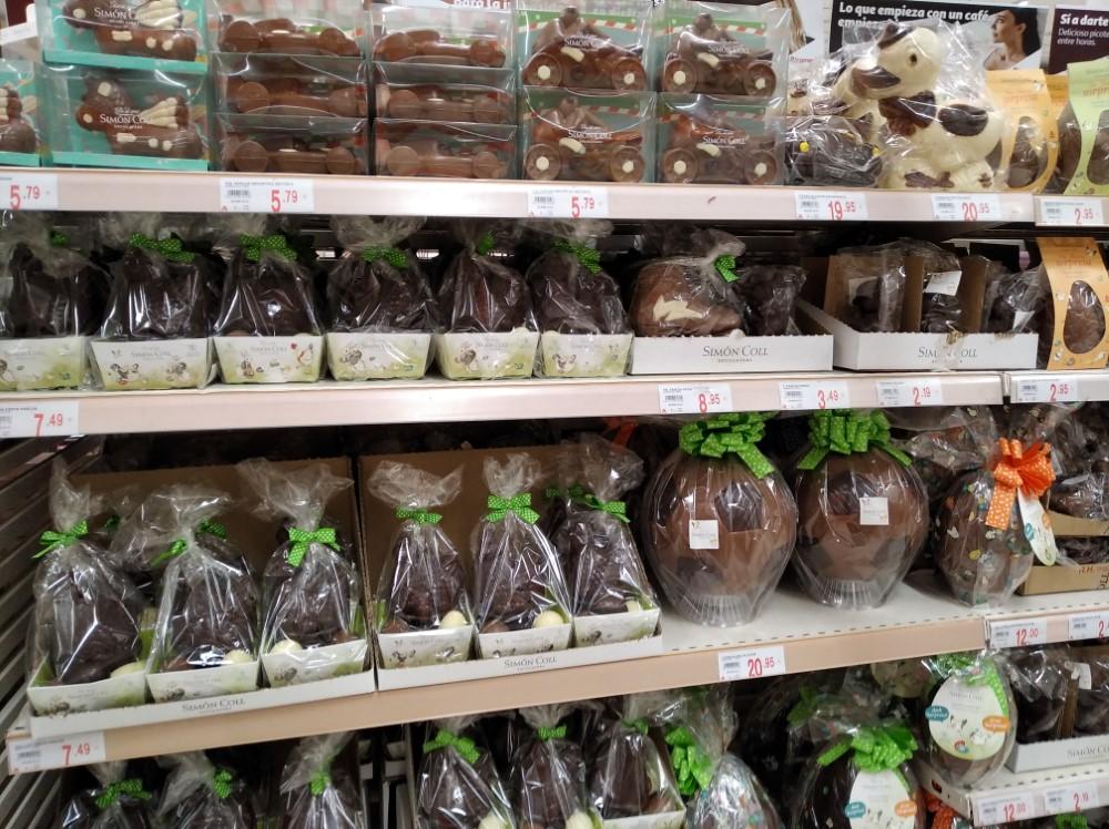 スーパーマーケットで売っているモナ・デ・パスクア