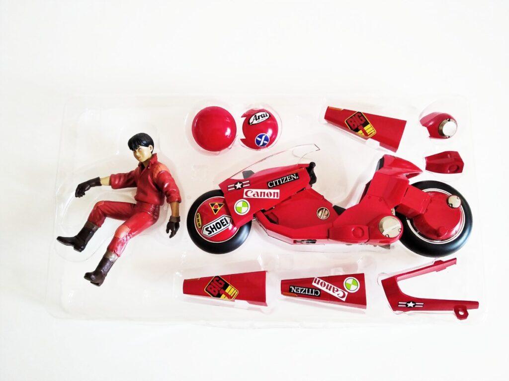 Blister con todas las piezas del conjunto de la moto de la película Akira