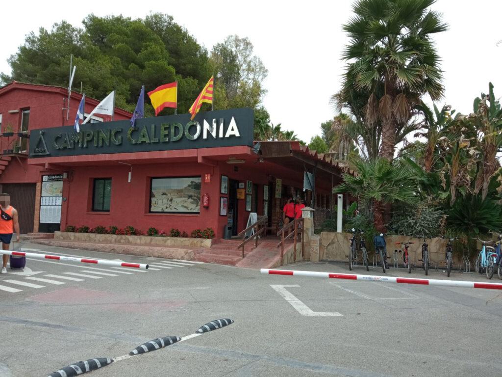 Entrada al Camping Caledonia